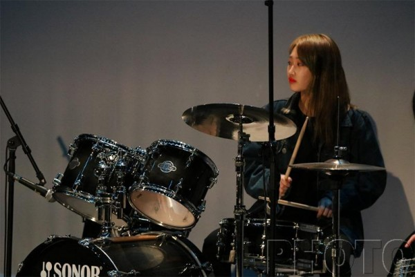 1보도사진 백제예술대학교음악과 (4)_신입생환영음악회에서 17학번 김유진의 Song&Band Ensemble ~.JPG