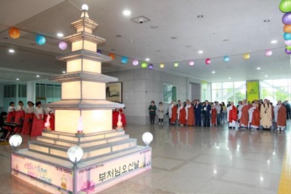 (사진보도)대전시, 부처님 오신 날 등탑 점등 (1).jpg