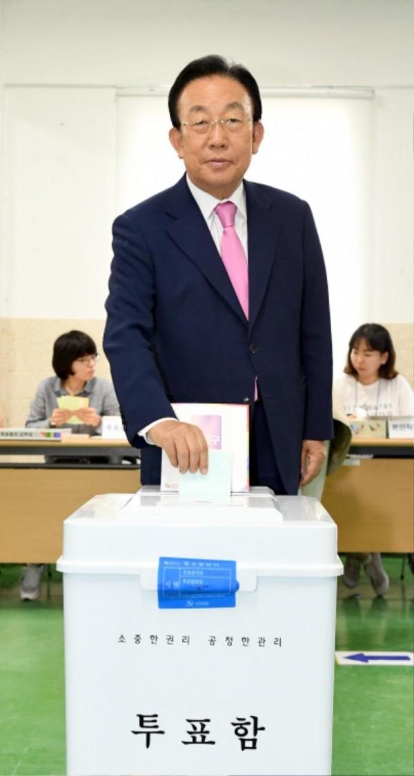 김관용지사, 지방선거 투표.jpg