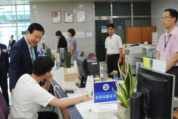 0709 기찬수 병무청장, 광주전남지방병무청 민원실 방문.jpg