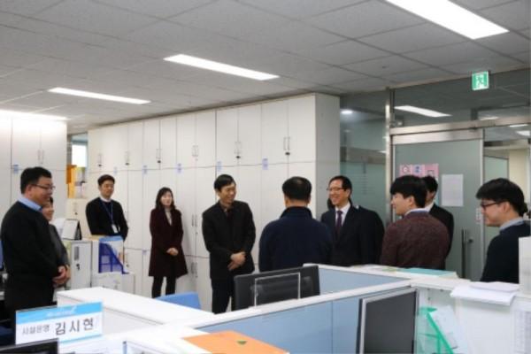 [크기변환]1. 송귀근 고흥군수, 설 직후 사무실 전격 순회 직원격려(1).jpg