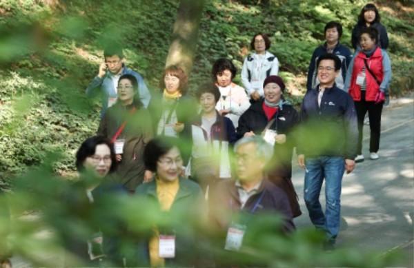 [크기변환]허태정 시장, 사정공원에서 토요산책_대전여성단체협의회 (4).jpg
