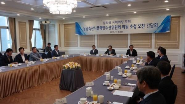 [크기변환]농해수위원-국회의장 오찬 사진_03.jpg