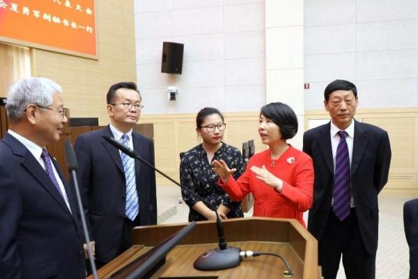 [크기변환]1005 구이저우성 대표단 본회의장 방문(1).JPG