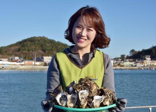 [크기변환]완도군이 12월의 해양치유식품으로 굴(석화)을 선정했다..JPG