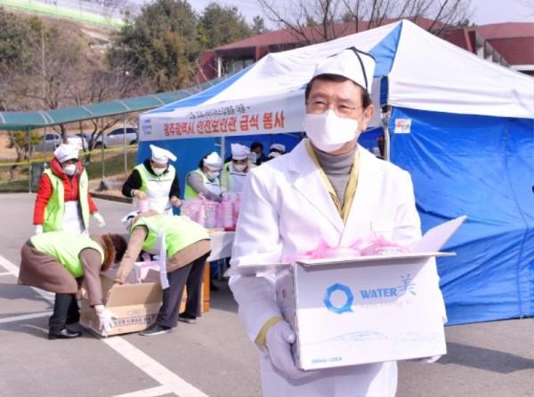 [크기변환]코로나 격리시설 광주소방학교 급식봉사_GJI3658.JPG