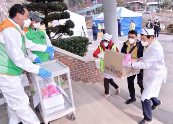 [크기변환]코로나 격리시설 광주소방학교 급식봉사_GJI3691.JPG