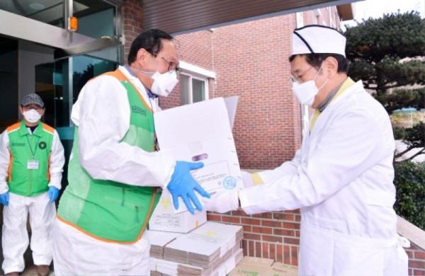 [크기변환]코로나 격리시설 광주소방학교 급식봉사_GJI3745.JPG
