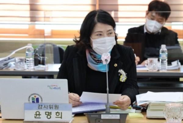 [크기변환]201113 윤명희 의원, 행감.jpg