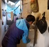 강진읍 이장단, 조손가정에 사랑의 세탁기 전달